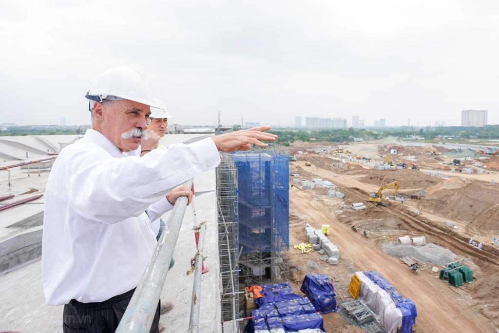 Đại diện của Fomula One Group tham quan tiến độ xây dựng đường đua F1 tại Việt Nam.