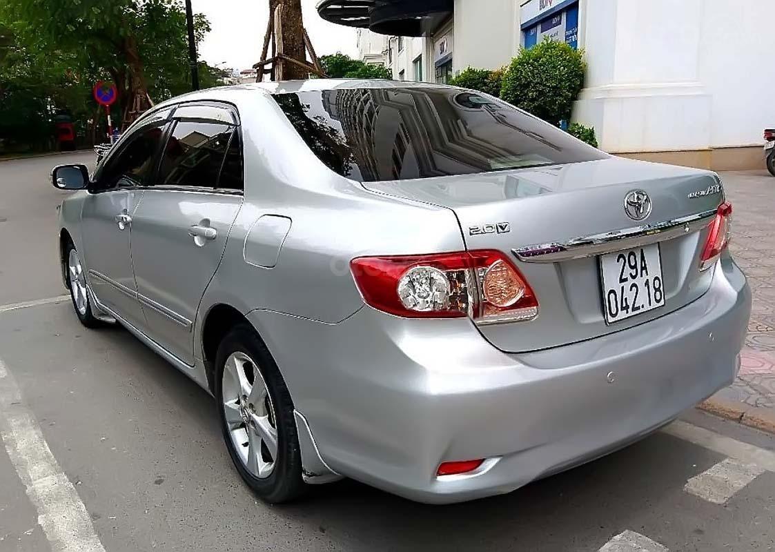 Cần bán Toyota Corolla Altis đời 2011, màu bạc, chính chủ (2)