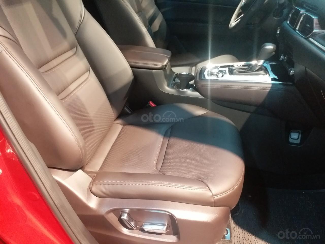 Mazda CX8 2.5 Luxury màu đỏ, sản xuất và đăng ký tháng 09/2019, biển Hà Nội (15)