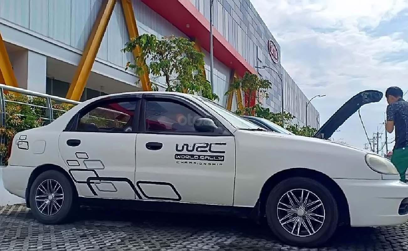 Cần bán gấp Daewoo Lanos SX đời 2002, màu trắng xe gia đình   (1)