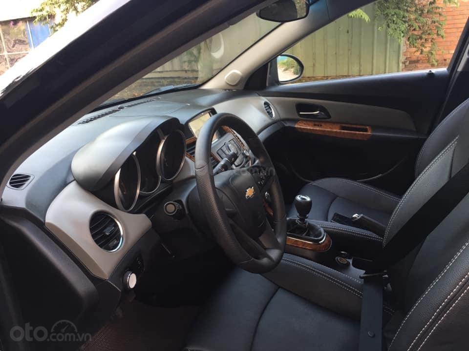 Cần bán xe Cruze, sản xuất 2013, số sàn, màu đen (9)