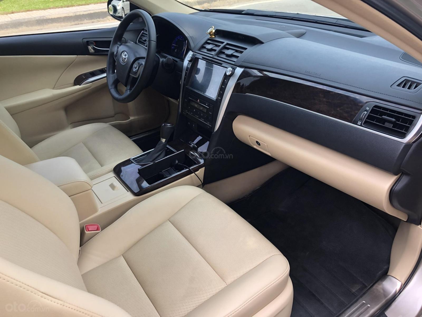 Cần bán Toyota Camry model 2018 (6)