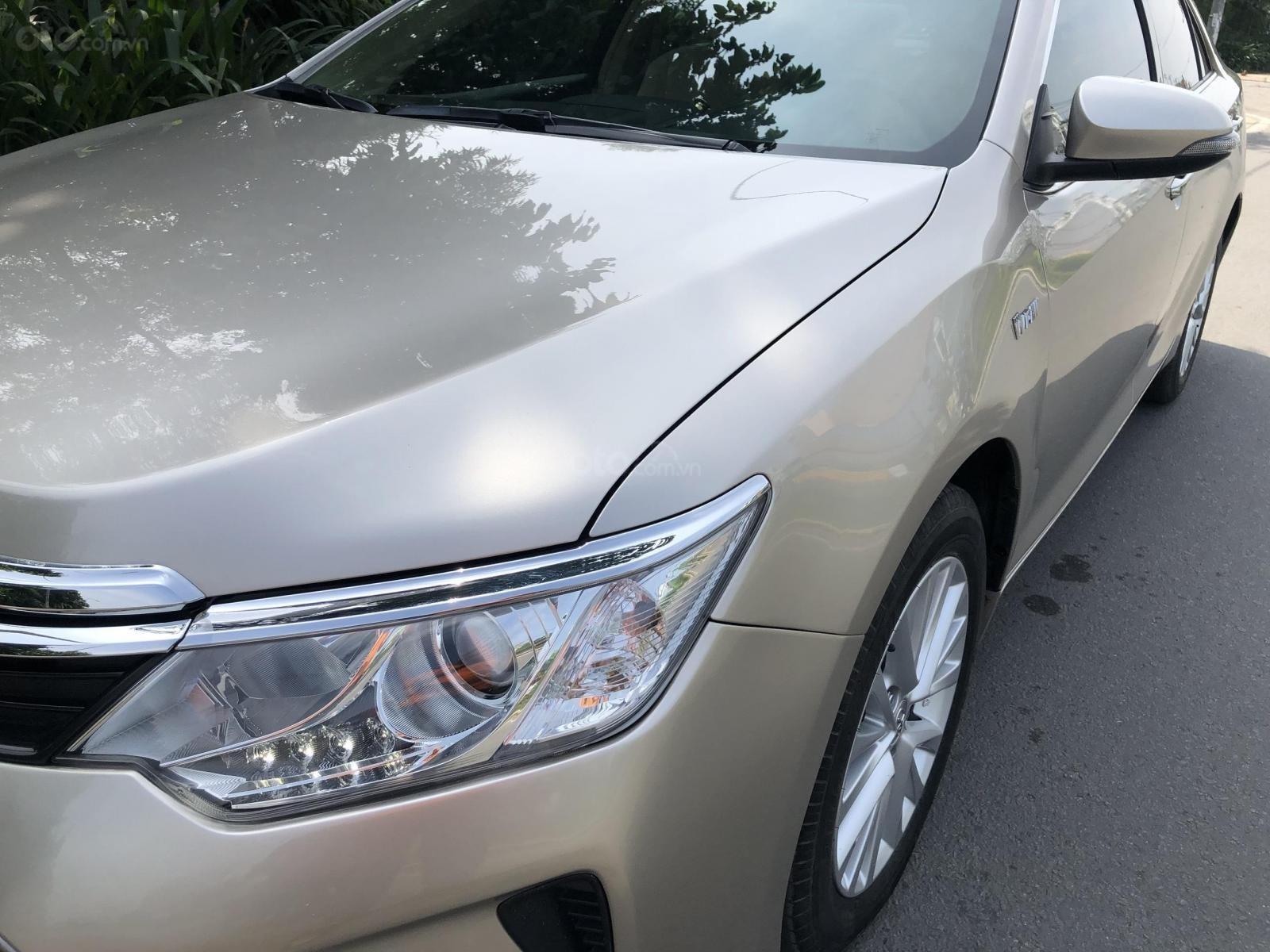 Cần bán Toyota Camry model 2018 vàng hoàng kim rất mới (8)