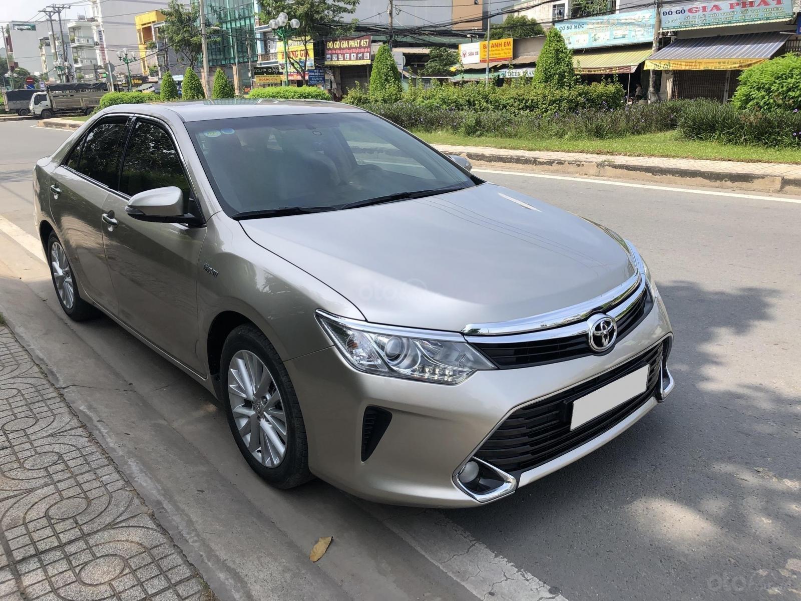 Cần bán Toyota Camry model 2018 vàng hoàng kim rất mới (14)