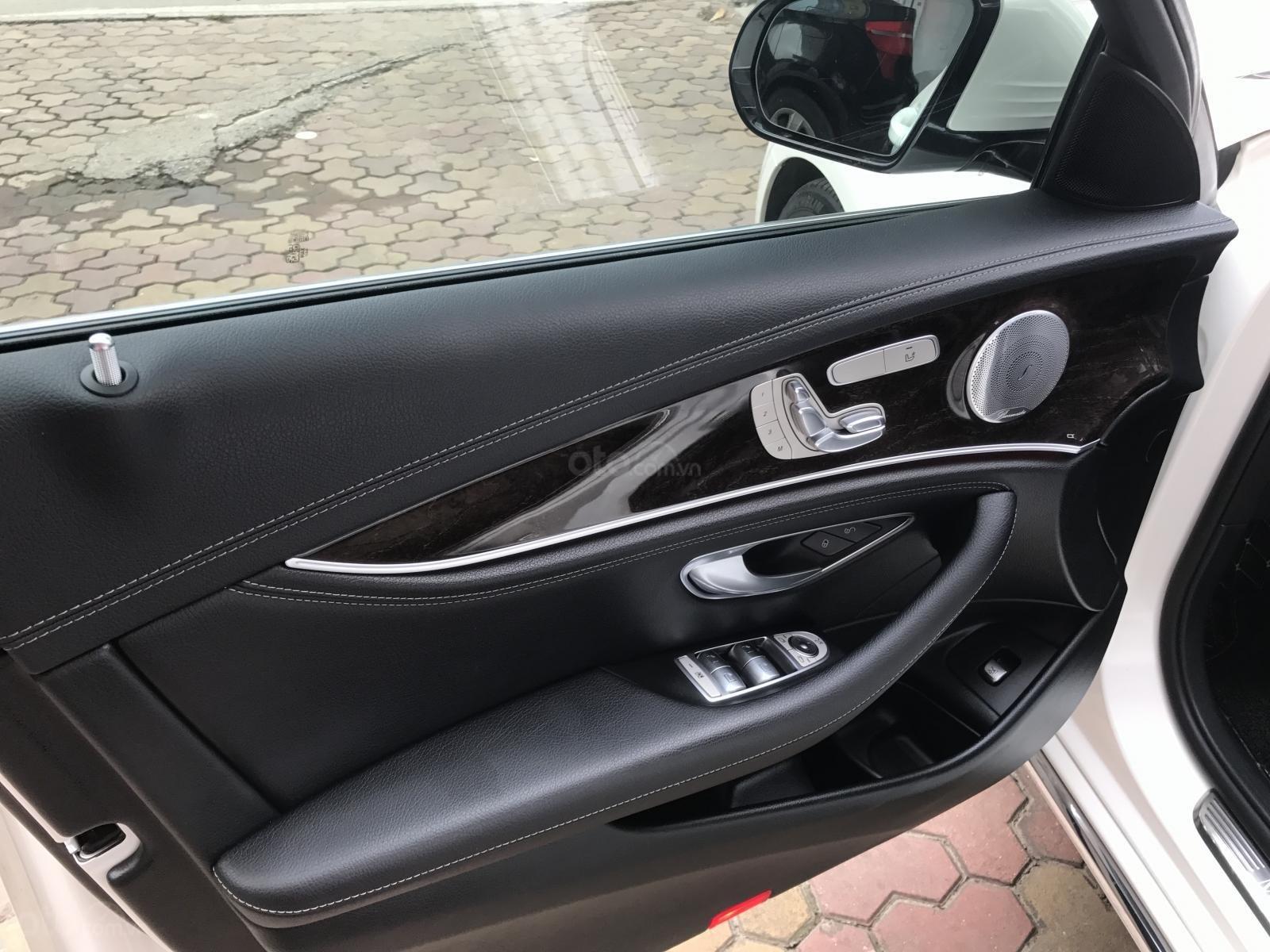 Bán xe Mercedes E250 đời 2017, màu trắng (8)