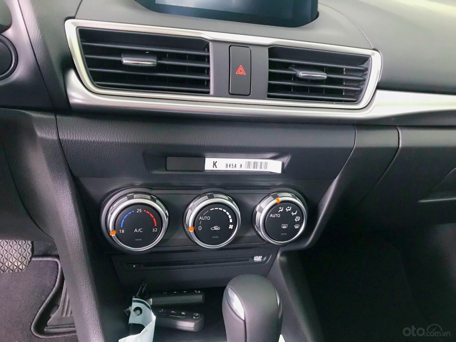 Mazda 3 ưu đãi lớn, hỗ trợ vay 80%, thủ tục nhanh, nhận xe liền, LH: 0909514137 (7)
