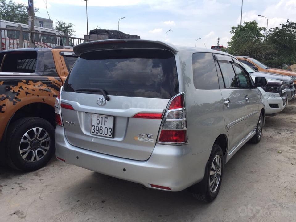 Bán Toyota Innova 2.0E 4x2 MT năm 2016, màu bạc mới 90% (4)