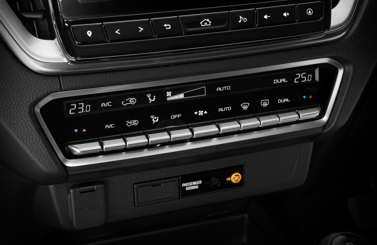 Hệ thống phím điều khiển trên Isuzu D-Max 2020