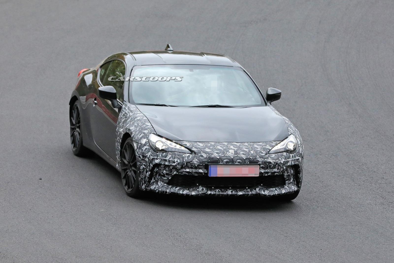 Subaru BRZ 2020 được ngụy trang mặt trước cẩn thận.