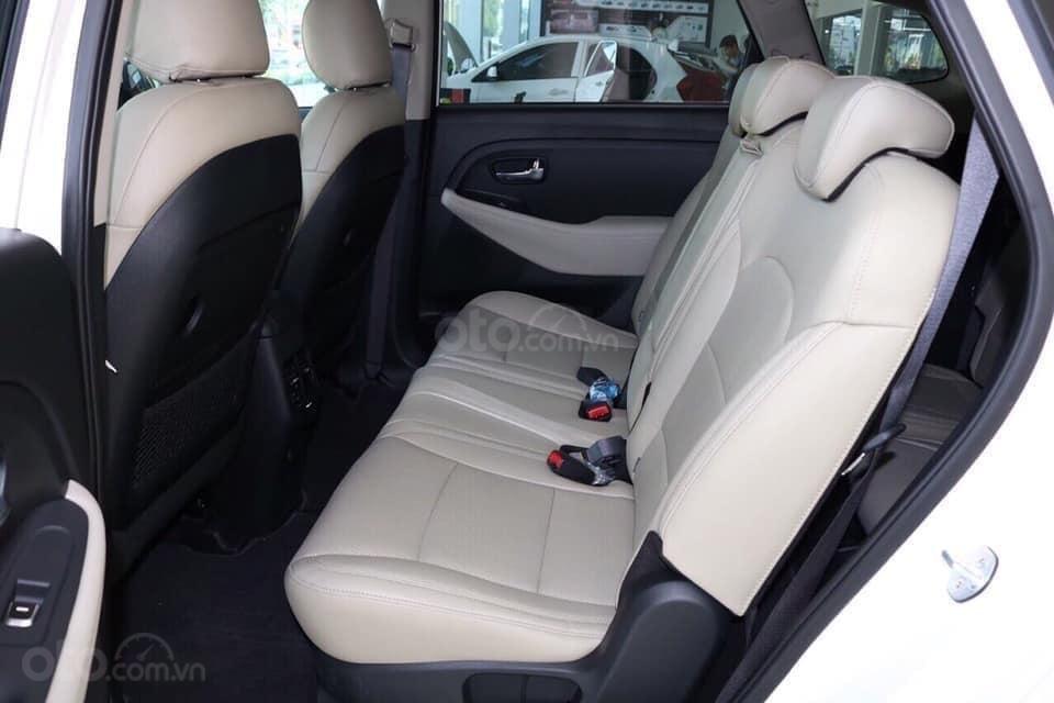 Thiết kế hàng ghế sau của Kia Rondo 2019 1