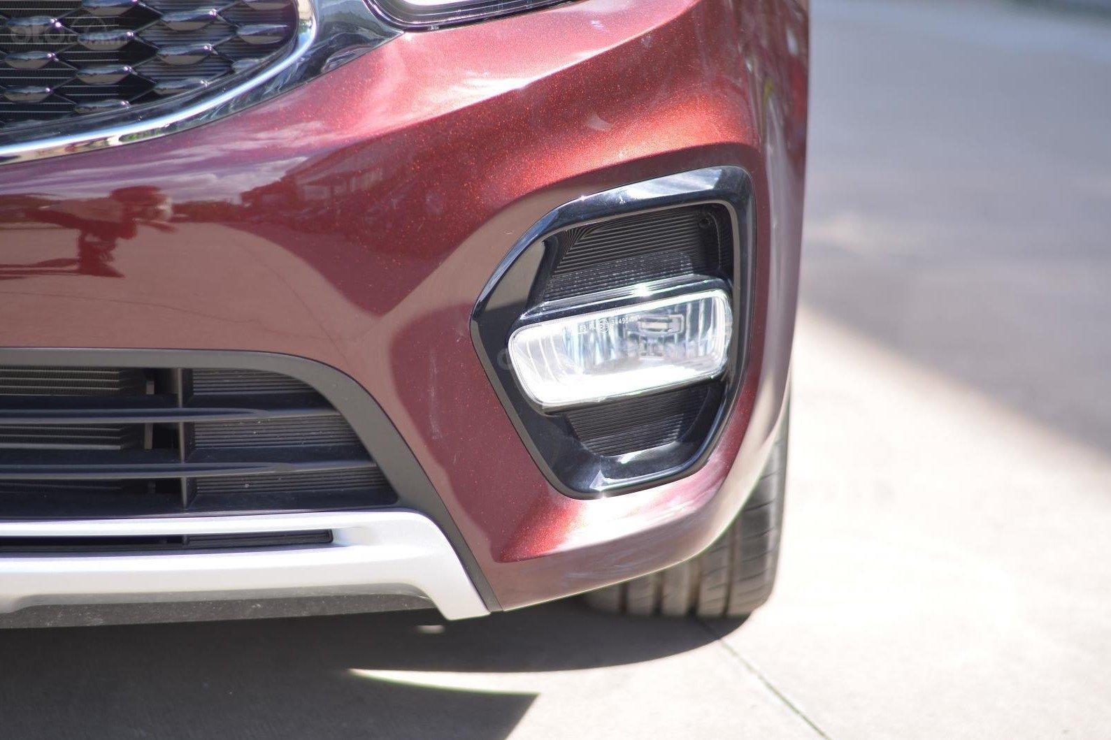 Thiết kế đèn sương mù trên xe Kia Rondo 2019 1