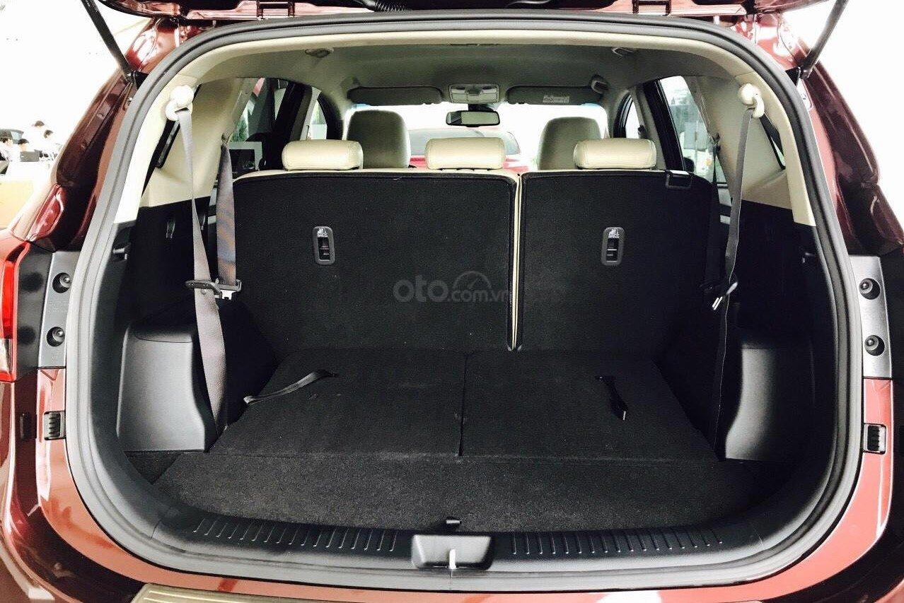 Hàng ghế 2, 3 của Toyota Avanza 2019 và Kia Rondo 2019 có thể gập gọn lại để gia tăng diện tích chứa đồ a2