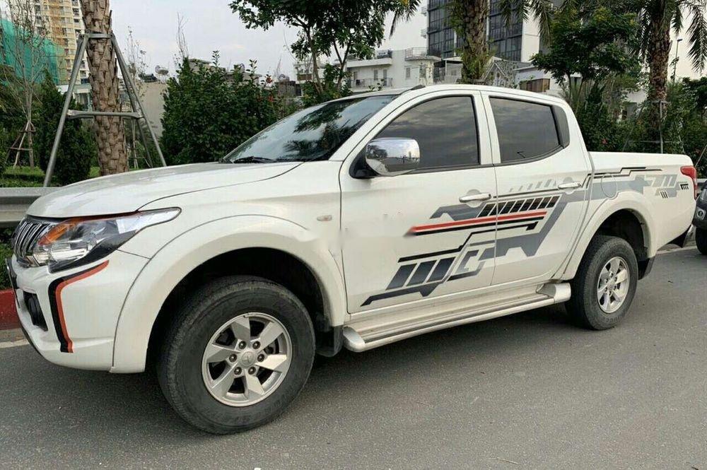 Cần bán gấp Mitsubishi Triton AT sản xuất 2016, màu trắng, xe nhập như mới, giá 470tr (2)