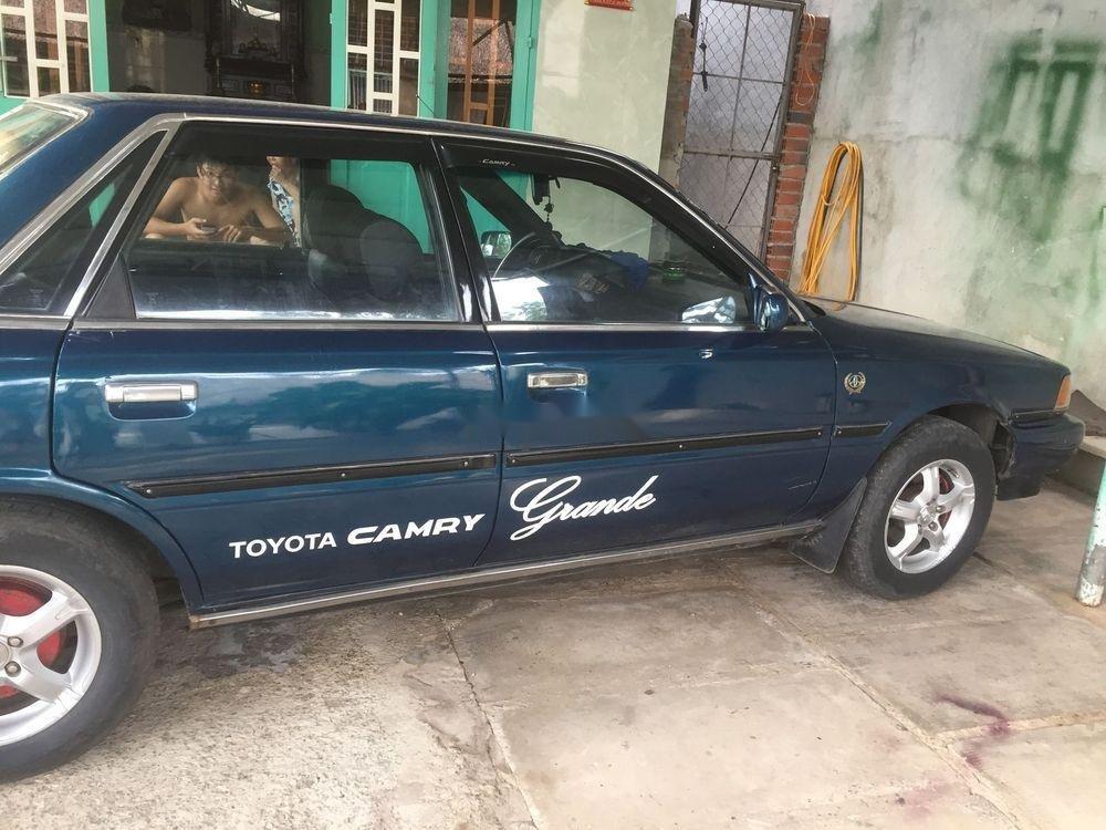 Bán Toyota Camry đời 1989 xe gia đình, giá 70tr (1)