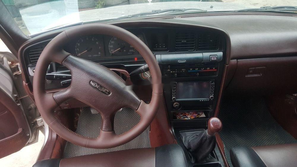 Cần bán gấp Toyota Cressida đời 1989, màu bạc (2)