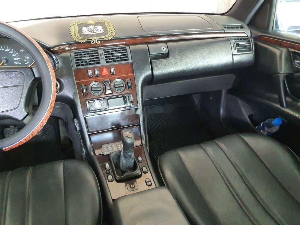Cần bán gấp Mercedes E 230 1997, nhập khẩu nguyên chiếc (3)