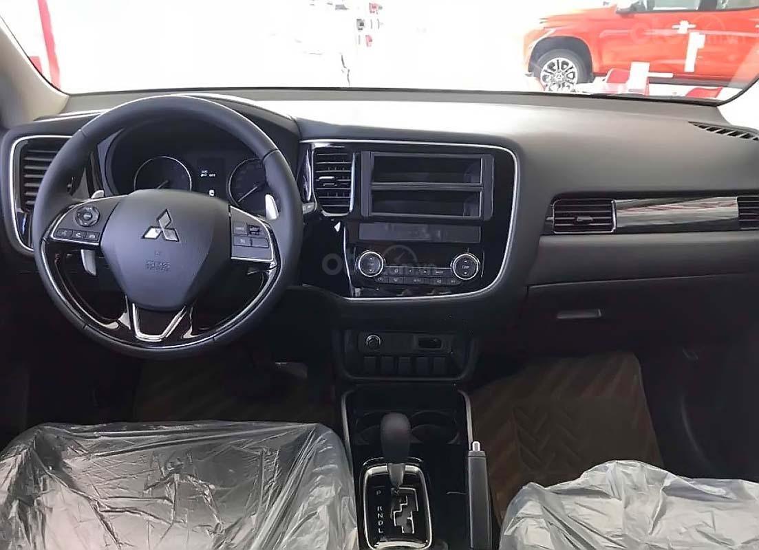 Bán xe Mitsubishi Outlander đời 2019, màu trắng, 908tr (5)