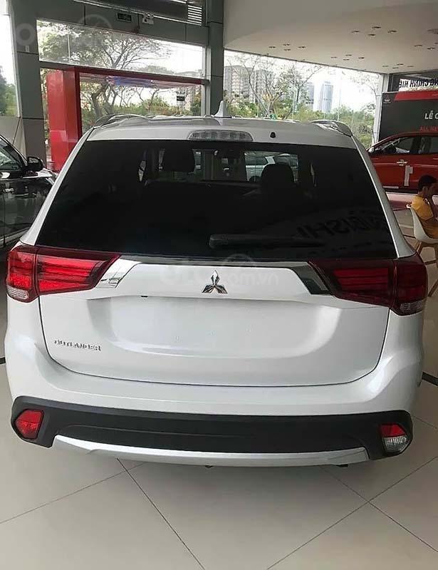 Bán xe Mitsubishi Outlander đời 2019, màu trắng, 908tr (4)