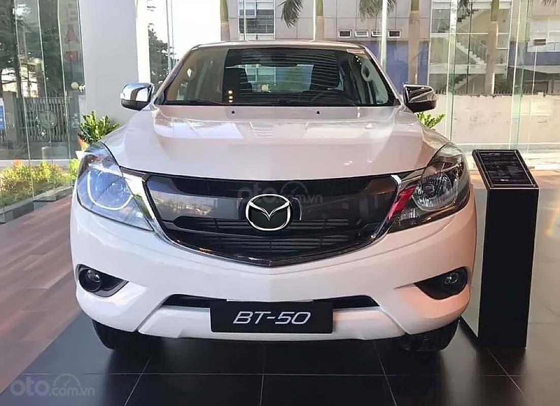 Bán Mazda BT 50 2.2L 4x4 MT năm sản xuất 2019, màu trắng, xe nhập, giá 590tr (1)