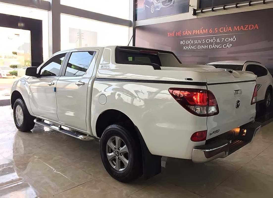 Bán Mazda BT 50 2.2L 4x4 MT năm sản xuất 2019, màu trắng, xe nhập, giá 590tr (2)