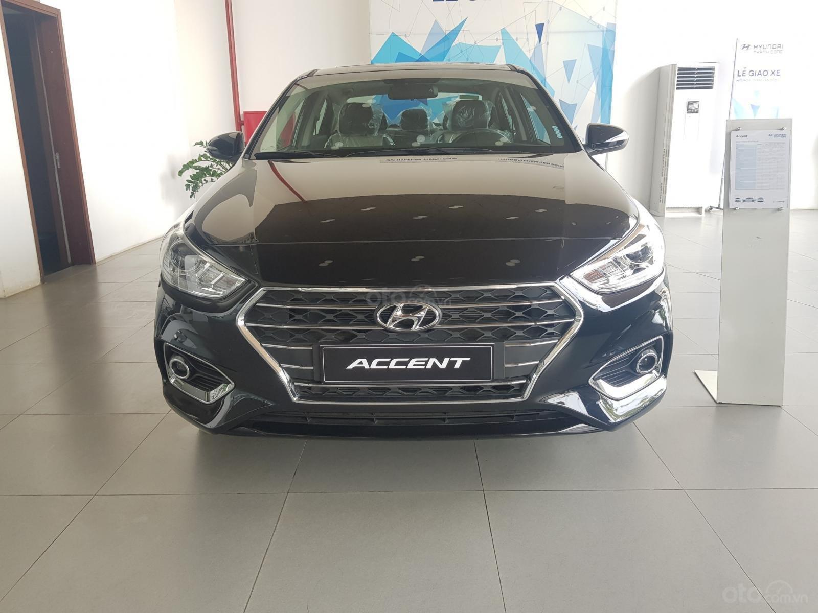 Bán Hyundai Accent 1.4 AT đặc biệt mới 2019, màu đen, xe sẵn đủ màu giao ngay (1)