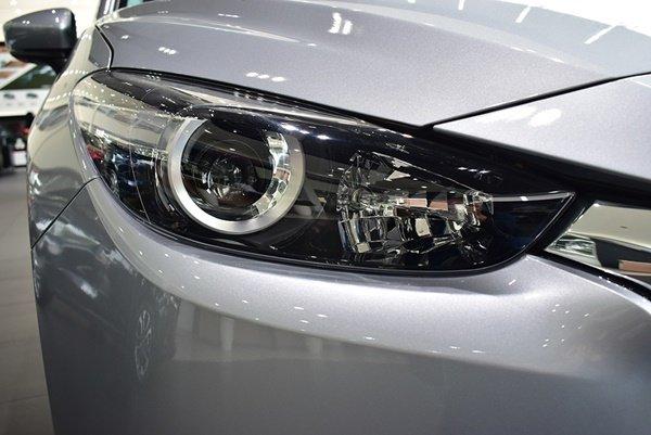 Đèn Halogen tự động trên Mazda 3 phiên bản 1.5L