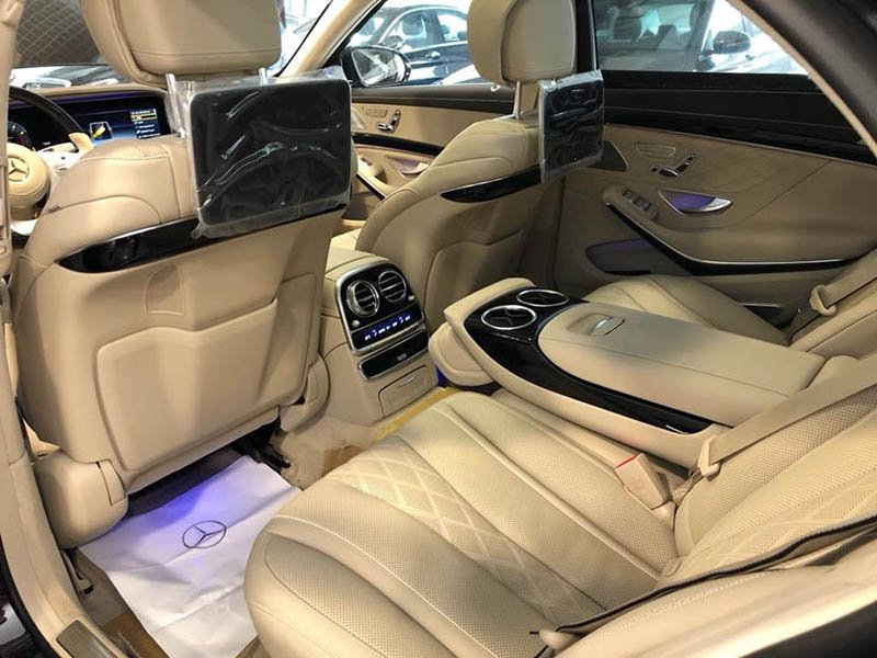 Trên Mercedes S450 ghế ngồi được bọc da cao cấp