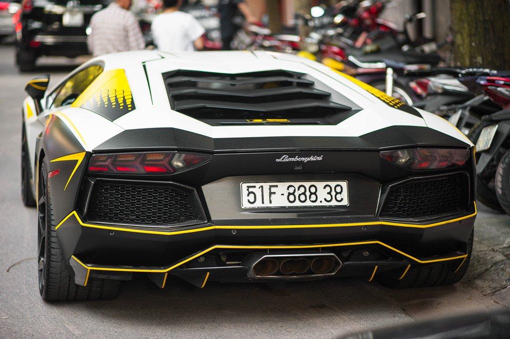 Bản độ Lamborghini Aventador đầu tiên tại Việt Nam dám thay đổi ống xả a12