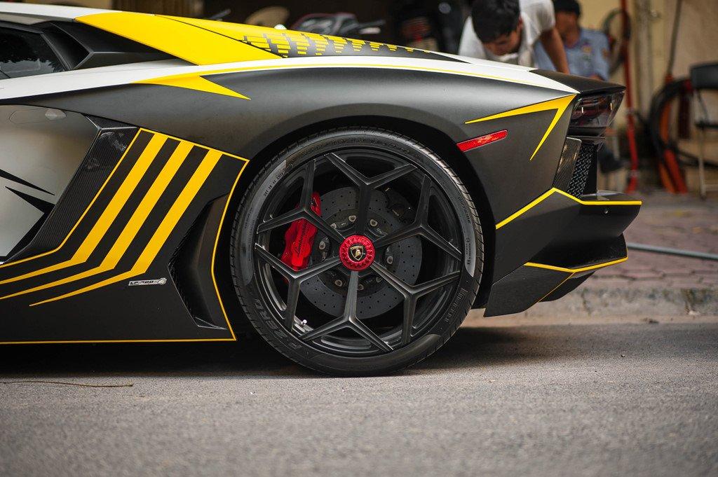 Bản độ Lamborghini Aventador đầu tiên tại Việt Nam dám thay đổi ống xả a6