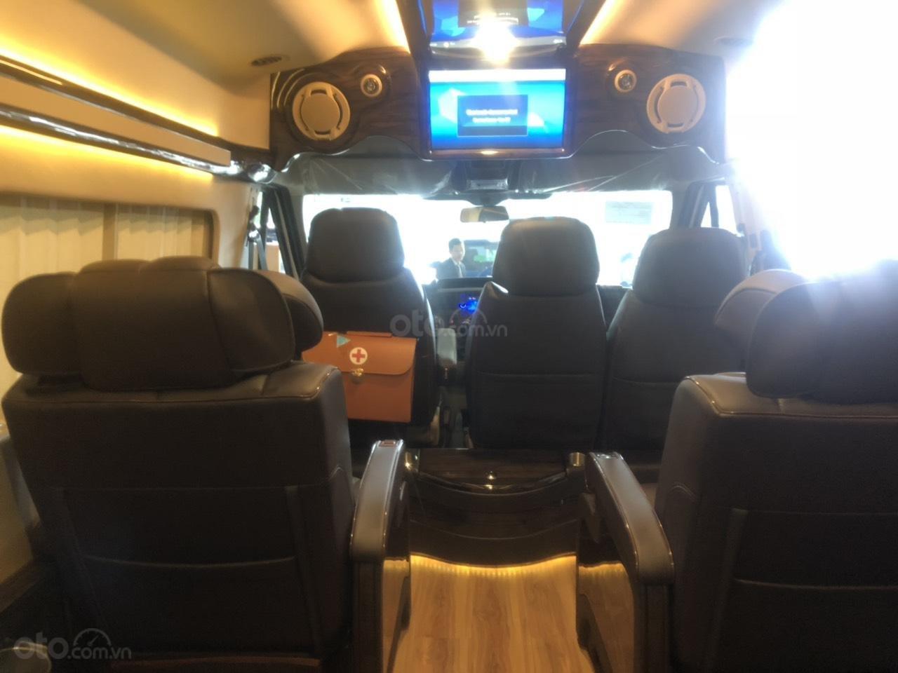 Transit Limousine 10 chỗ 2019 (3)