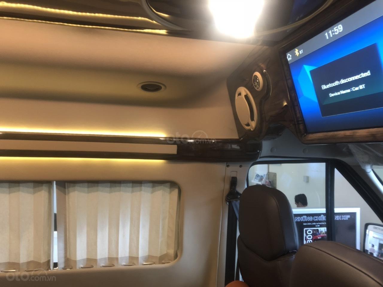 Transit Limousine 10 chỗ 2019 (6)