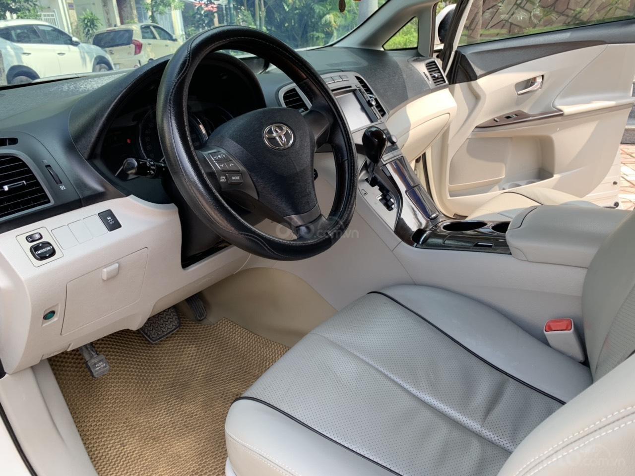 Cần bán Toyota Venza đời 2009, màu trắng, giá tốt (6)