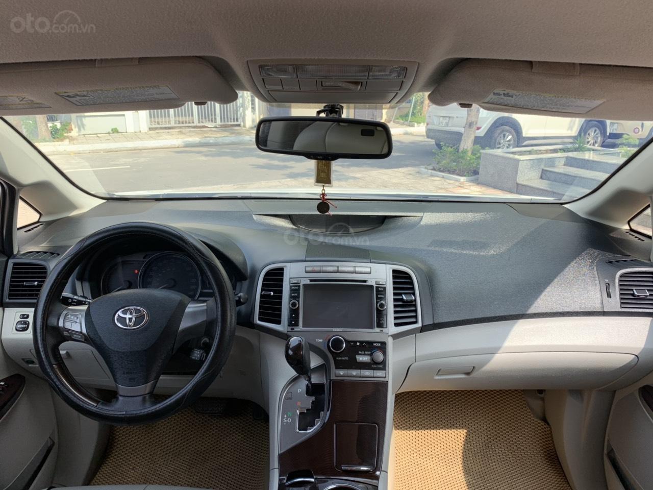 Cần bán Toyota Venza đời 2009, màu trắng, giá tốt (2)