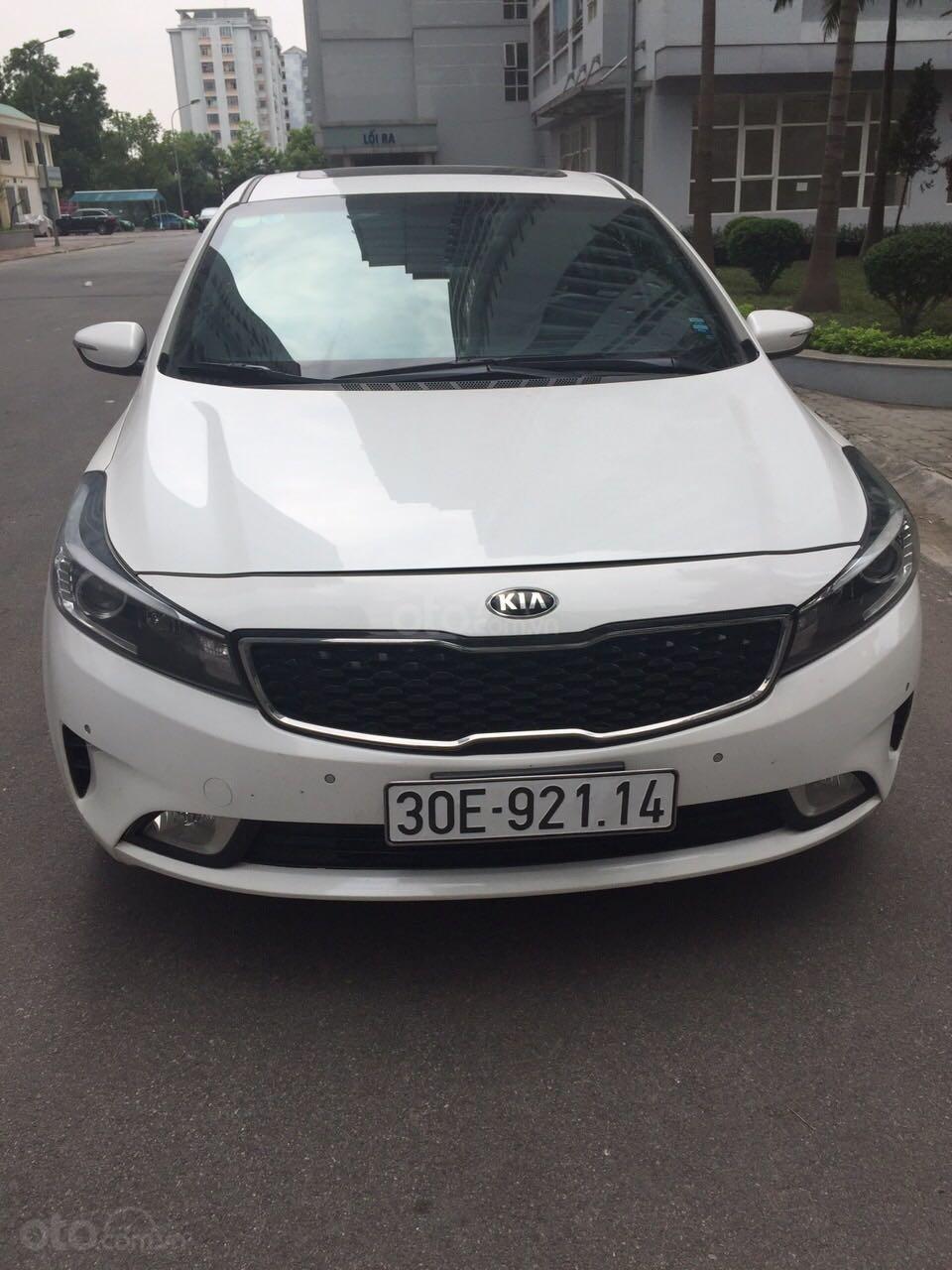 Cần bán Kia Cerato sản xuất 2017, màu trắng, nhập khẩu nguyên chiếc, giá 586 triệu đồng (1)