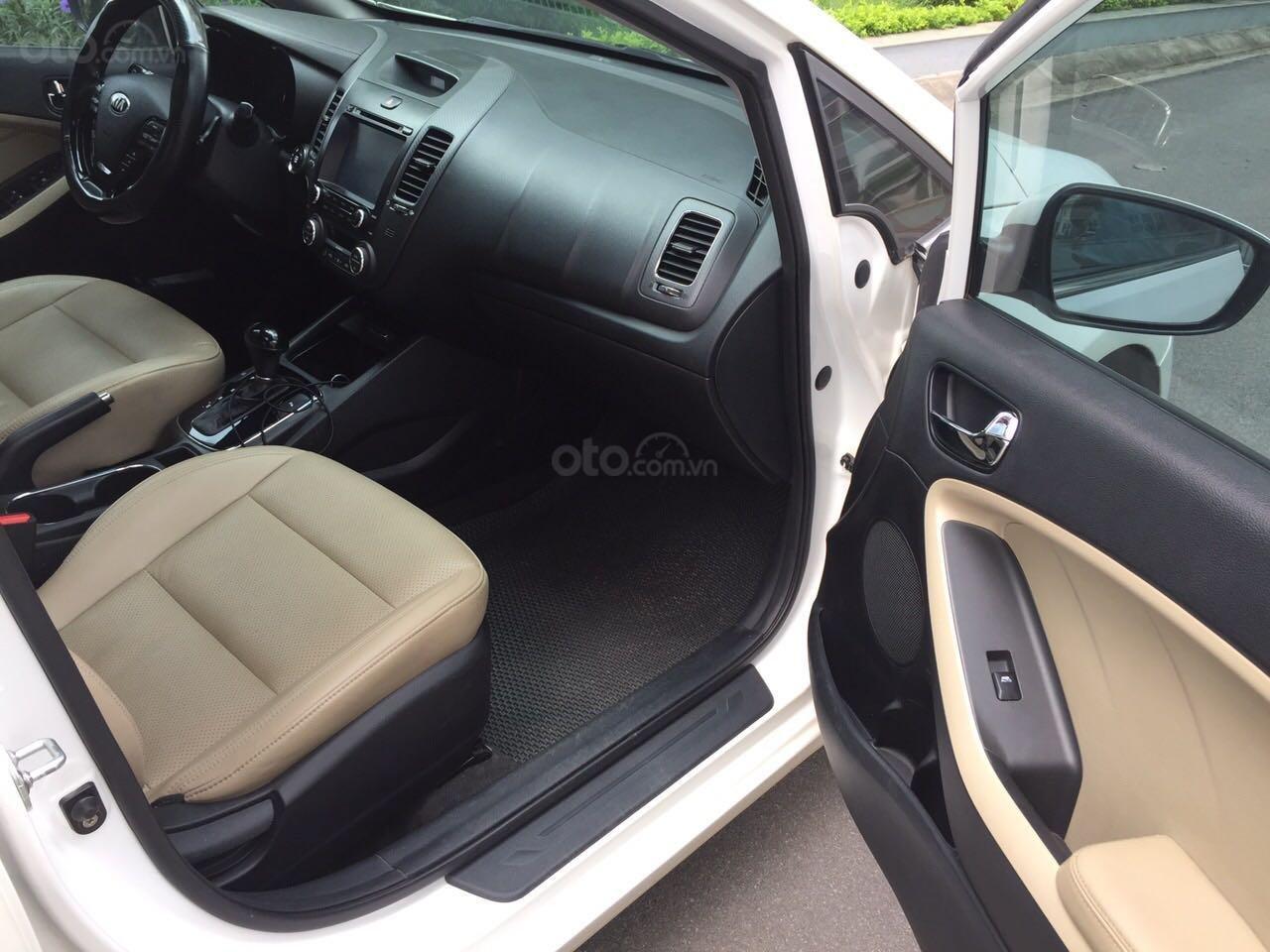 Cần bán Kia Cerato sản xuất 2017, màu trắng, nhập khẩu nguyên chiếc, giá 586 triệu đồng (6)
