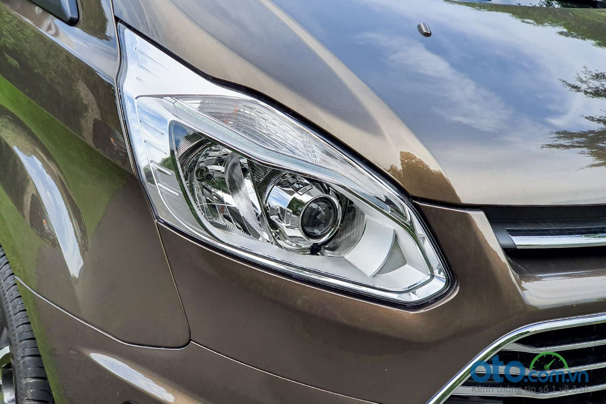 So sánh xe Peugeot Traveller 2019 và Ford Tourneo 2019 a4