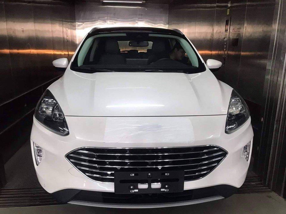 Lộ ảnh thực tế xe Ford Escape 2020 trước ngày ra mắt Việt Nam a1