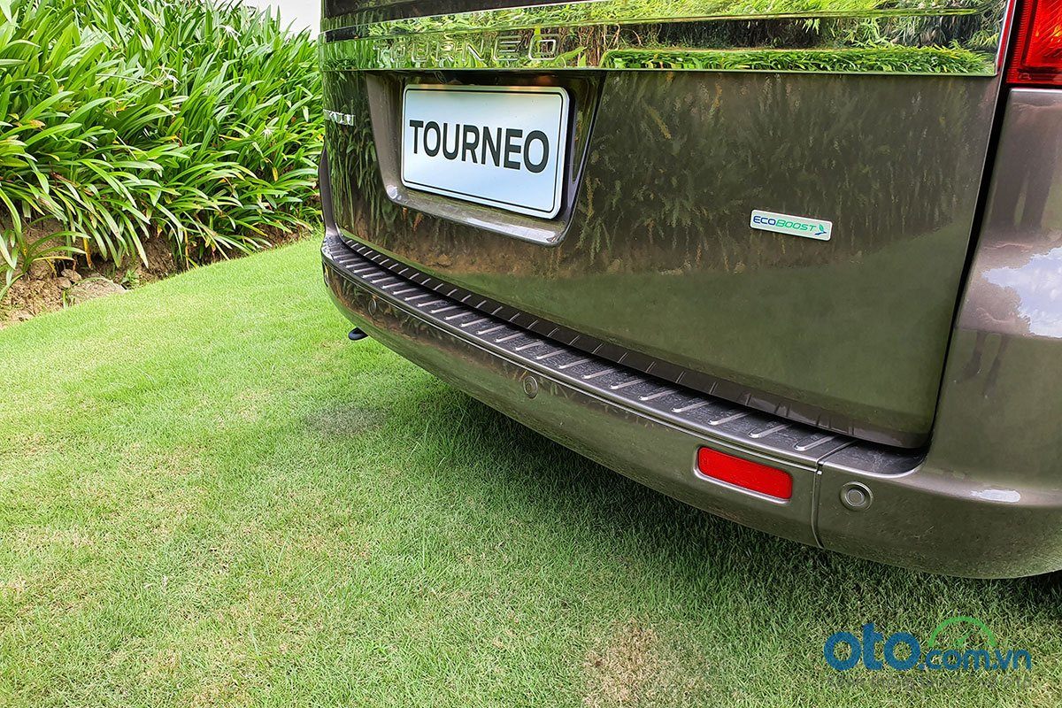 So sánh xe Peugeot Traveller 2019 và Ford Tourneo 2019 a14