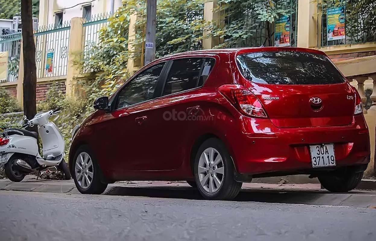 Cần bán Hyundai i20 sản xuất năm 2014, màu đỏ, nhập khẩu nguyên chiếc, chính chủ (2)