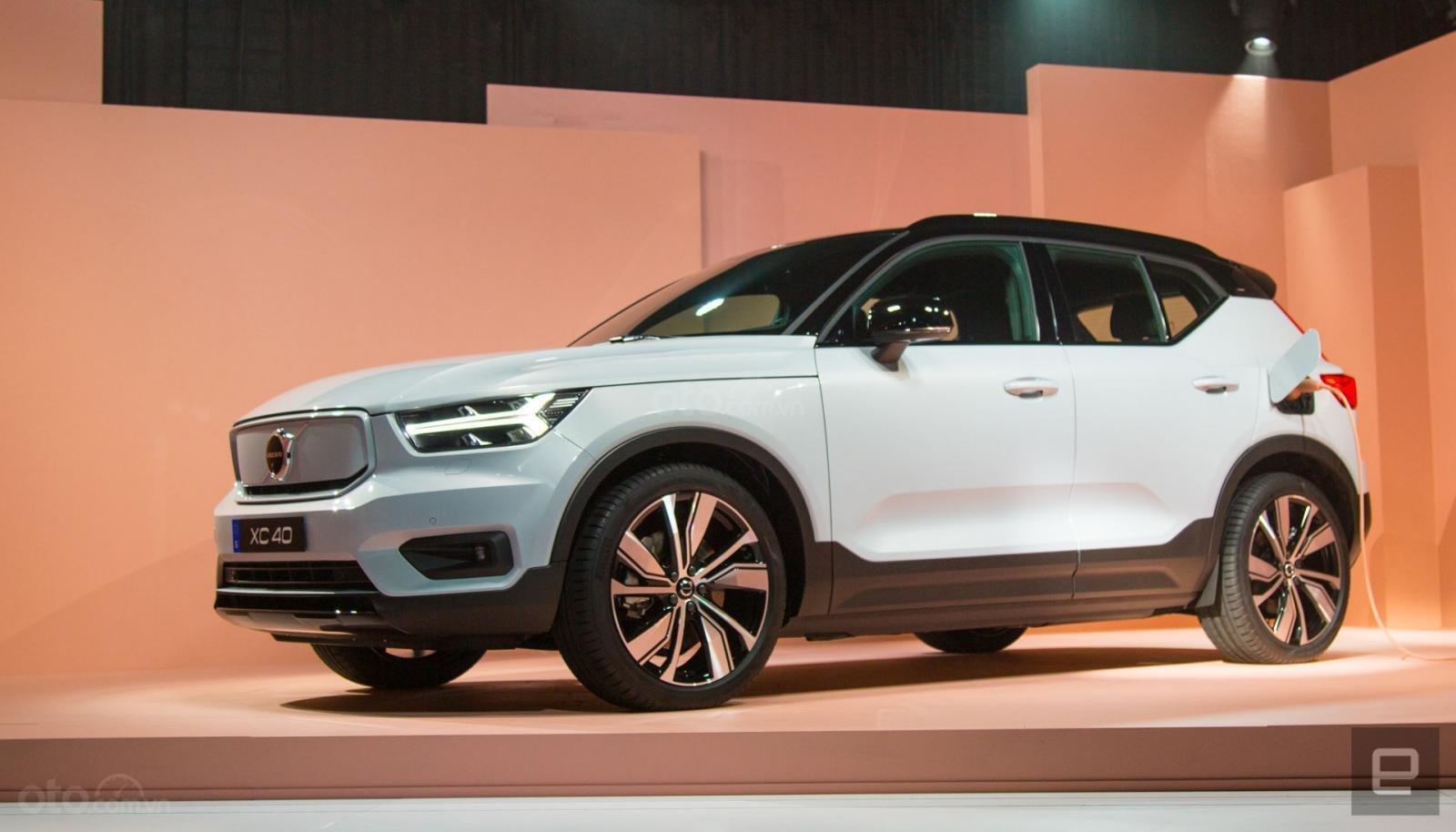 Volvo XC40 Recharge ưu đãi giảm thuế chào giá dưới 1,11 tỷ đồng