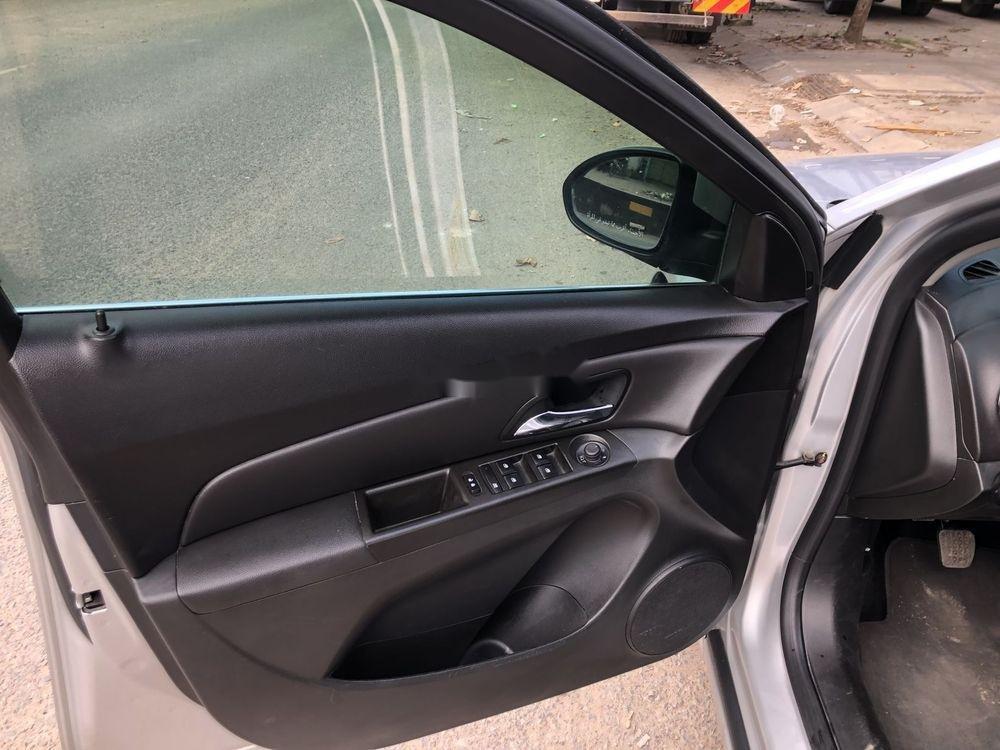 Cần bán Chevrolet Cruze 2017, giá tốt (4)