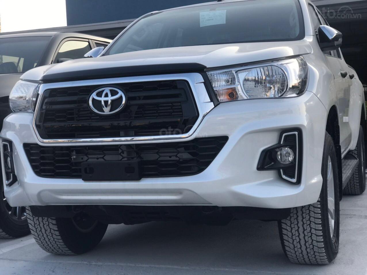 Toyota Hilux 2.4G AT (số tự động) đời 2019, màu trắng, nhập khẩu nguyên chiếc (4)