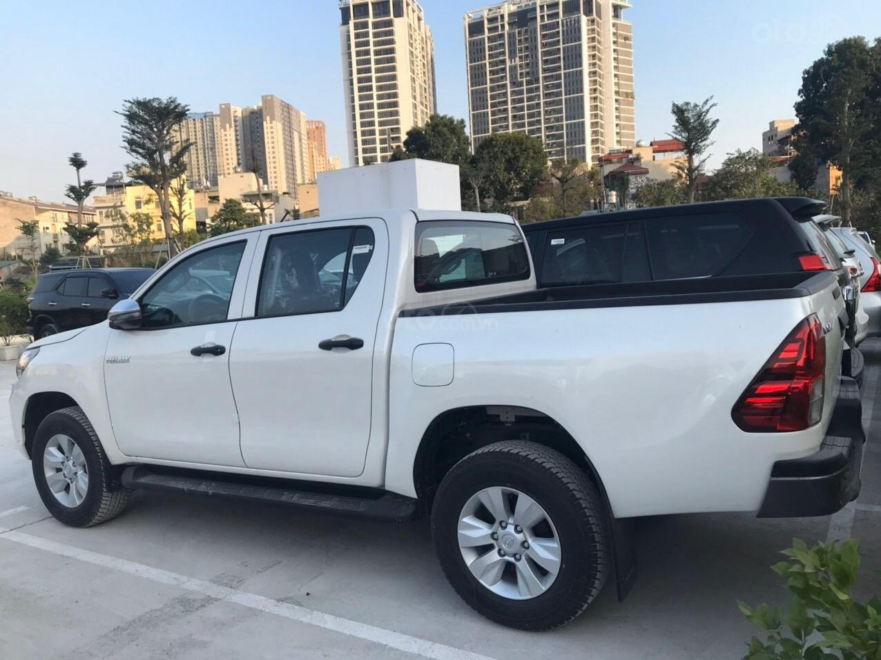 Toyota Hilux 2.4G AT (số tự động) đời 2019, màu trắng, nhập khẩu nguyên chiếc (6)
