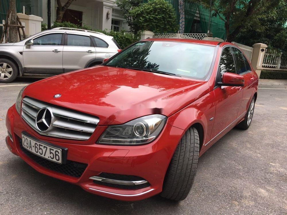 Cần bán xe Mercedes C200 sản xuất 2012, màu đỏ chính chủ, giá tốt (1)