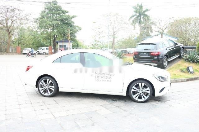 Cần bán Mercedes đời 2017, màu trắng xe gia đình, còn nguyên bản (2)