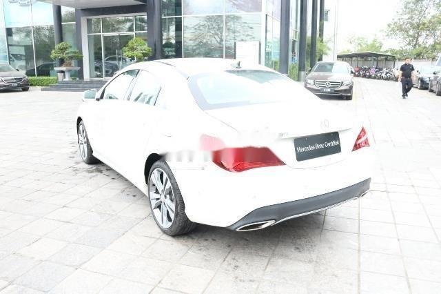Cần bán Mercedes đời 2017, màu trắng xe gia đình, còn nguyên bản (3)