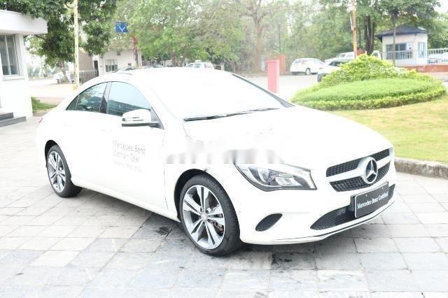 Cần bán Mercedes đời 2017, màu trắng xe gia đình, còn nguyên bản (1)