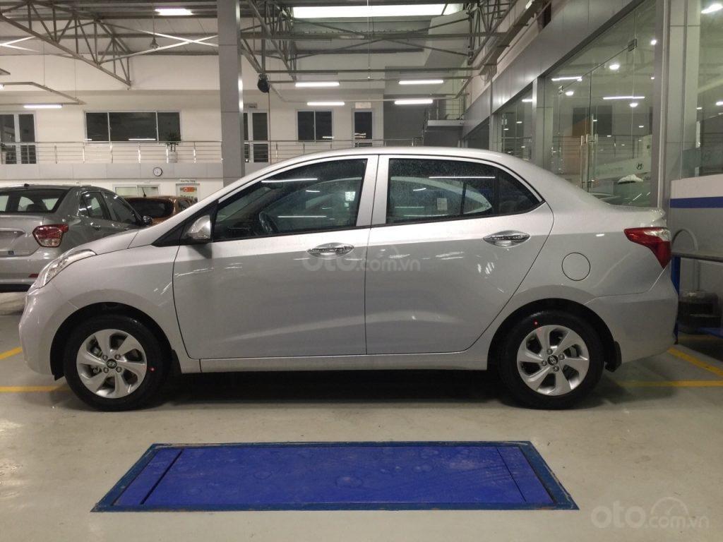 Bán Hyundai i10 sedan 2019, màu trắng đỏ-xe grab -gia đình vay 80% LH: 0852.7777.20 (1)