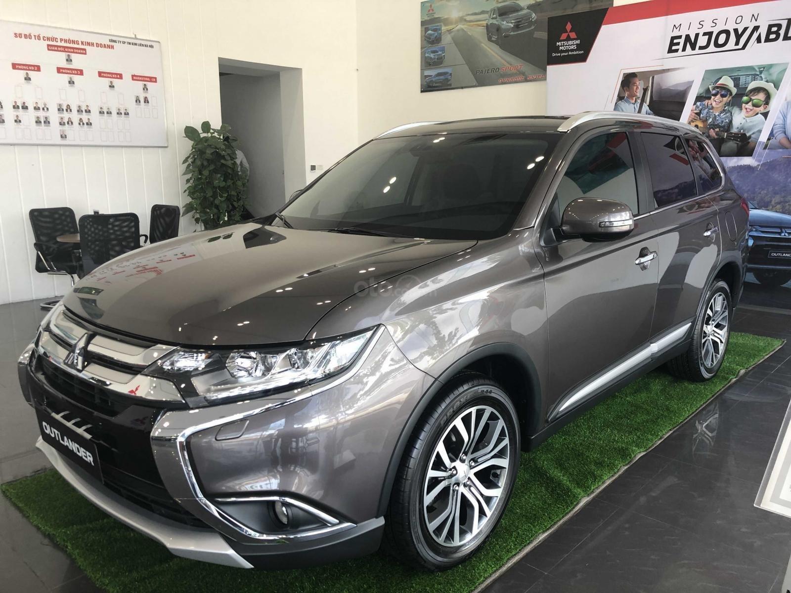 Bán xe Mitsubishi Outlander 2.4 CVT xe mới, giá siêu sốc (2)
