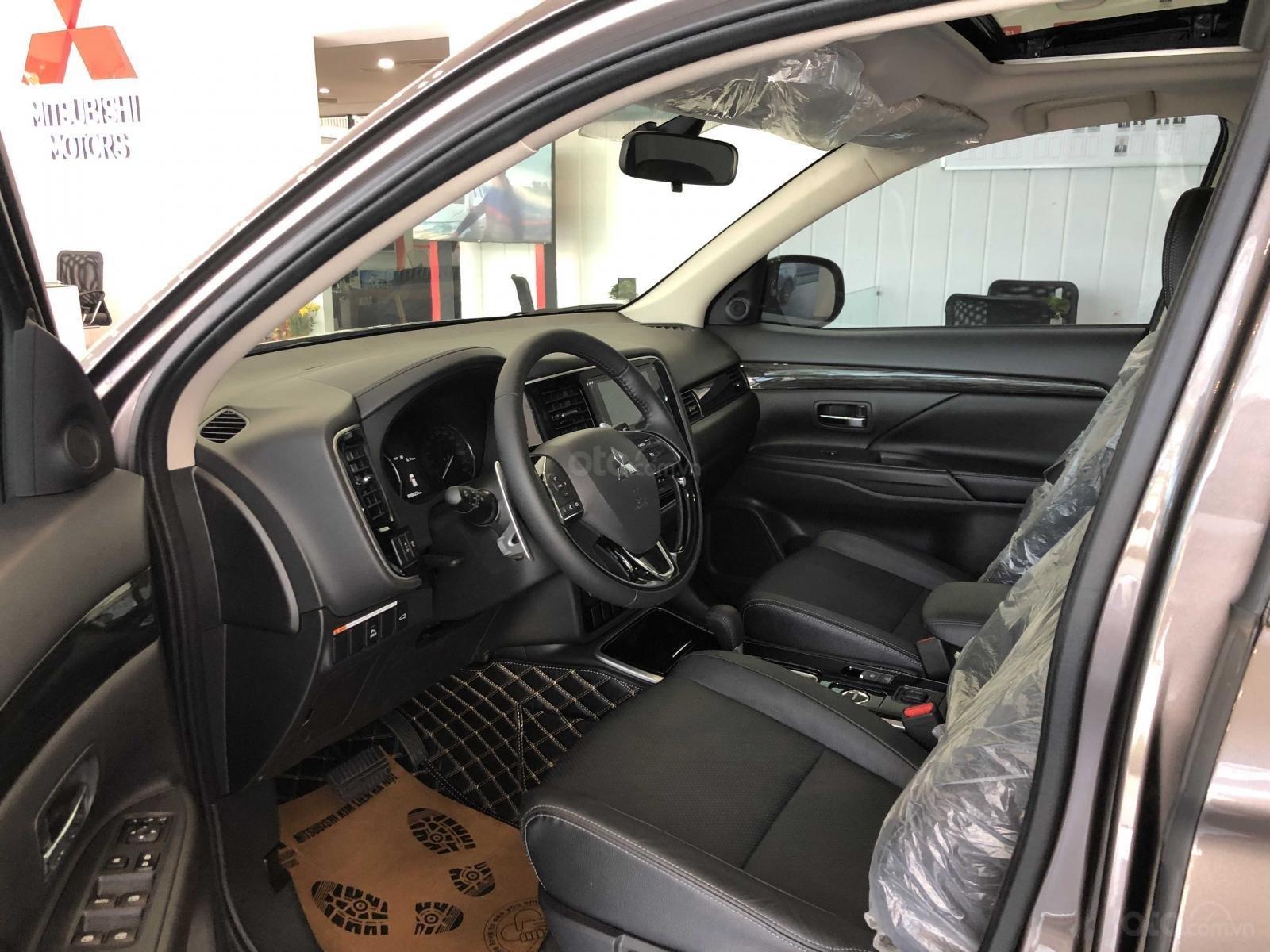Bán xe Mitsubishi Outlander 2.4 CVT xe mới, giá siêu sốc (9)